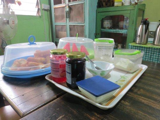 Apa Kaba Home & Stay: Breakfast