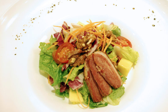 Re!Fill Restaurant: Pan-Seared Duck Breast Mesculn Salad, Walnut And Mango
