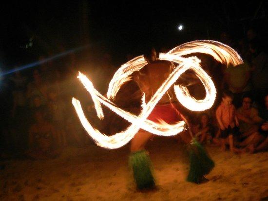 เอ้าท์ทริกเกอร์ ออน เดอะ ลากูน ฟิจิ: Fire dancing show