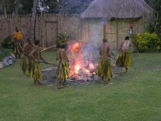 Outrigger Fiji Beach Resort: Fire walkers