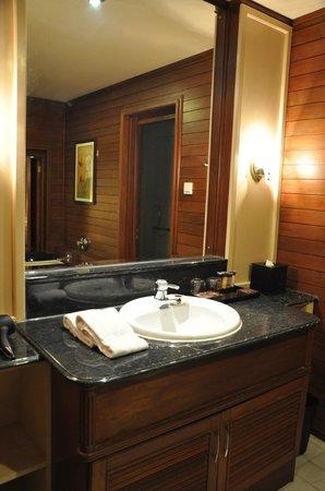 Century Langkawi Beach Resort: bathroom