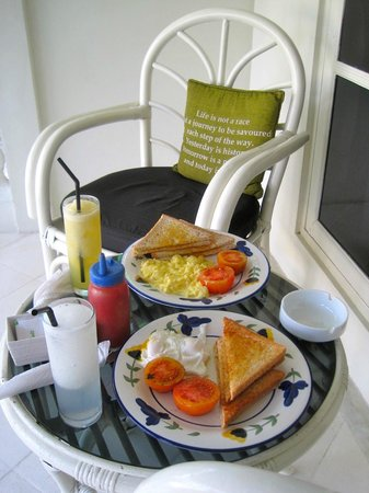 Gardenia Guesthouse : brekky on porch