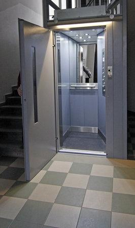 Alea Apartments House: Lift