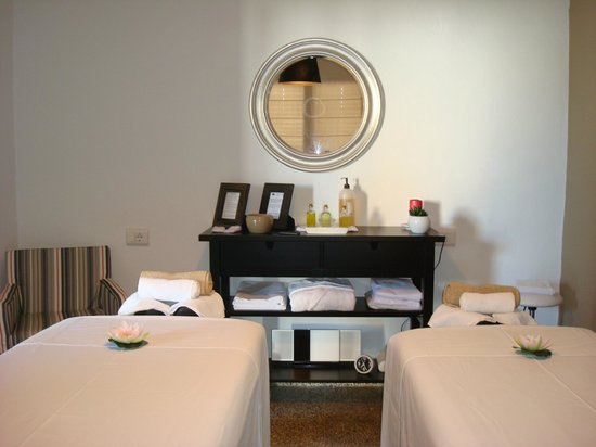 Lily's Massage & Wellness Center: One of the rooms reserved for Couples Massage