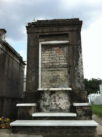 Gray Line Cemetery and Voodoo Walking Tour: cemetery