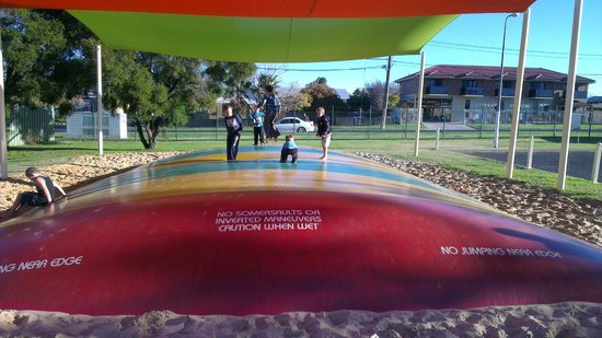 Dubbo City Holiday Park: Huge jumping pillow
