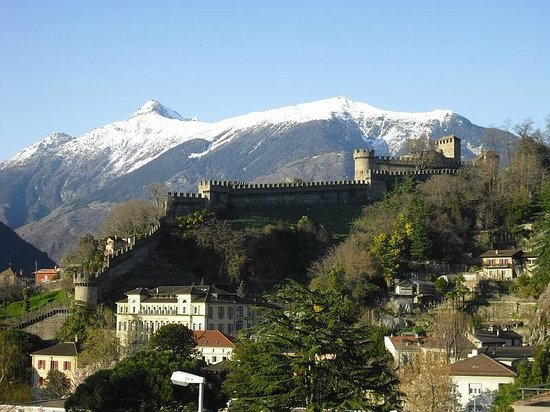 Bellinzona Youth Hostel: Aussenansicht