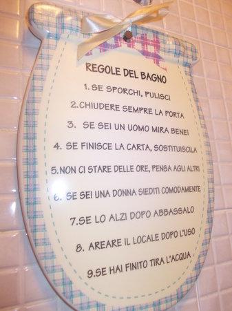 Sciaccatr toilette donne regole in bagno picture of - Ragazze spiate in bagno ...
