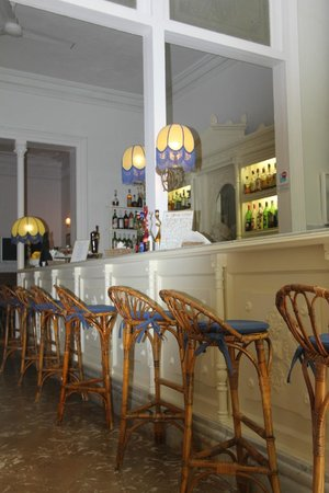 Hotel Medium Romàntic: The hotel bar from the garden area