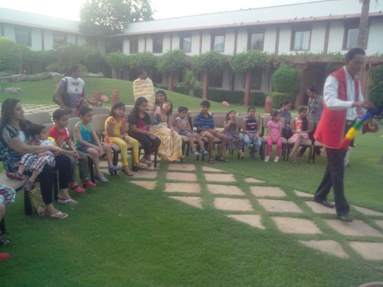Trident, Agra: Magic Show at pool side