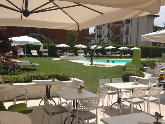 Enjoy Garda Hotel: Pool Garden