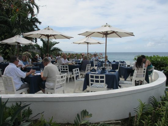 Round Hill Dining: Out door dining
