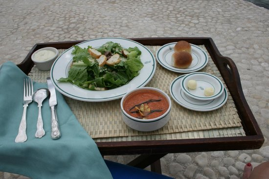 Round Hill Dining: Another lunch at the beach..
