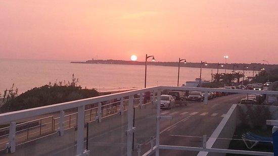 Conil Park Hotel: puesta de sol desde zona piscina