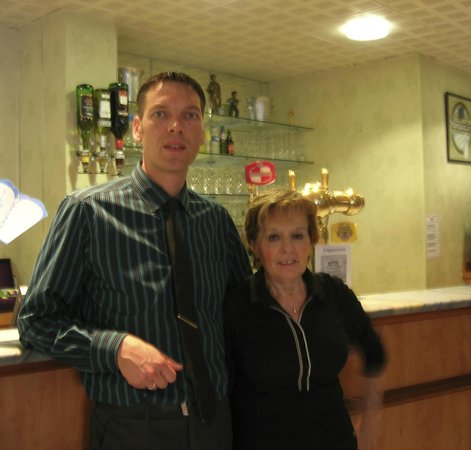 Hotel Des Rosiers : Rodge (manager) en een van de bedienden. Beiden zéér vriendelijk en gedienstig proficiat