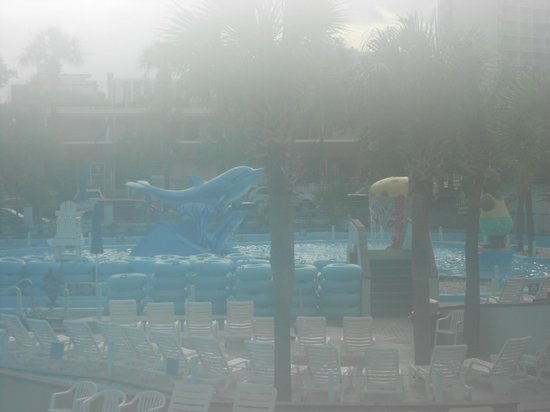 Sea Mist Oceanfront Resort: THE POOL