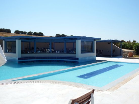 Poseidon of Paros: Pool bar