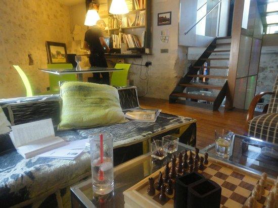 Design Hotel des Francs Garcons : salon bibliothèque