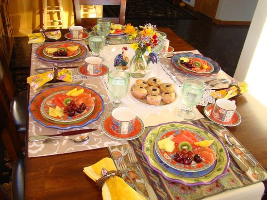 Morley's Acres Farm and Bed & Breakfast: Breakfast Table