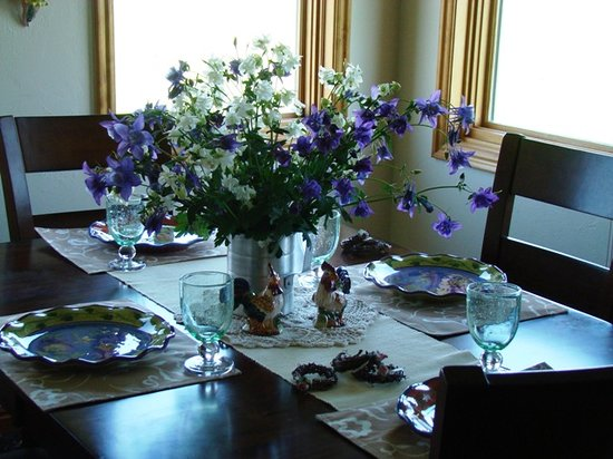 Morley's Acres Farm and Bed & Breakfast: Columbine Bouquet