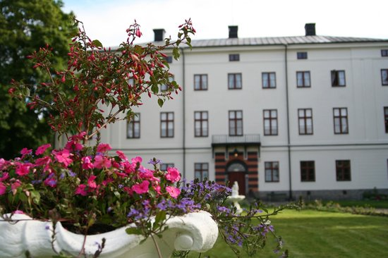 Husby Säteri: A living  well-kept home dating back to 18th century