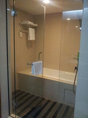 The Zenith Hotel, Kuantan: Bathroom