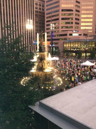 Via Vite A View Of Fountain Square From Balcony Dining