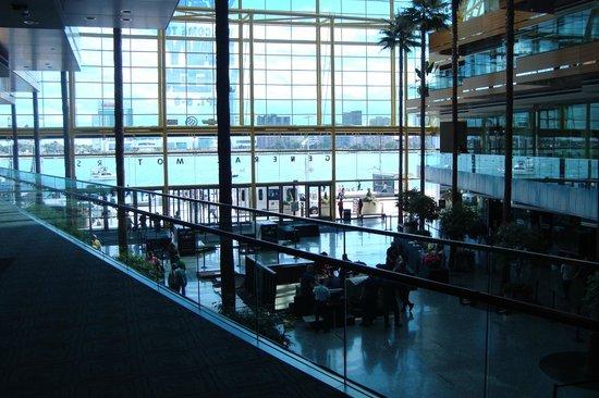 GM Renaissance Center: wintergarden