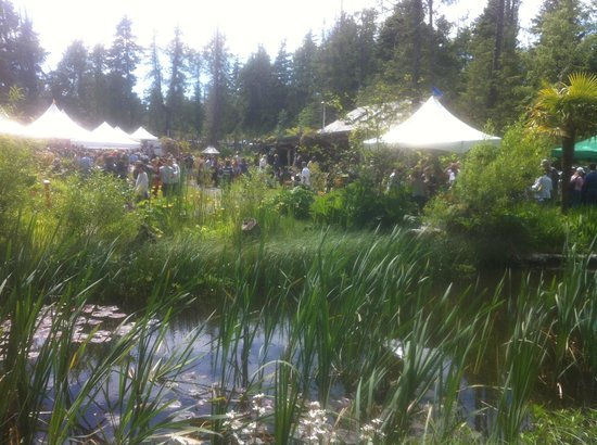 "Gull Cottage Bed & Breakfast: TOFINO FOOD AND WINE FESTIVAL ""GRAZING IN THE GARDENS"""