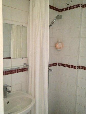 Hotel Jules Cesar: Salle de bains.