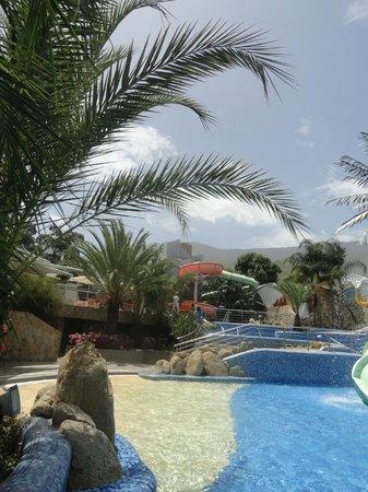 Pipo International Hotel: Vista de área Piscinas