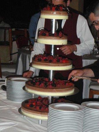 Hotel Ollastu Residence: Amazing wedding cake! Tasted even better than it looks!