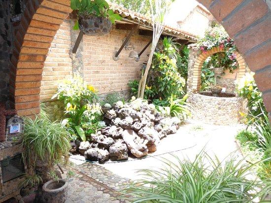casa de las piedras pozo y jardin de piedra