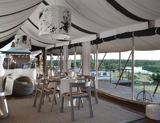 Singita Mara River Tented Camp: Dining room in the main tent