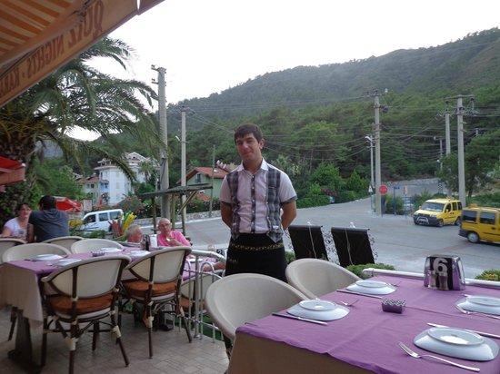 Tommy's Bar: De andere ober