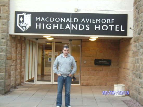 Macdonald Highlands Hotel at Macdonald Aviemore Resort: Entrance to Highlands hotel