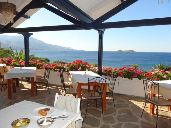 Andros Holiday Hotel: terrasse de la salle à manger très agréable