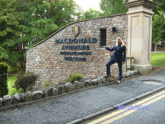 Macdonald Highlands Hotel at Macdonald Aviemore Resort: Entrance to resort