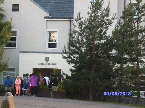 Highlands Hotel at Macdonald Aviemore Resort: The Aviemore Inn entrance