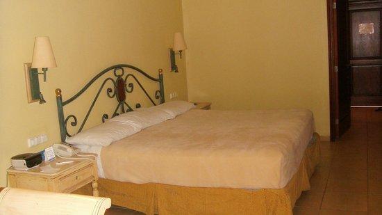 إيبيروستار بافارو سويتس - يشمل جميع الخدمات: Quarto do Hotel