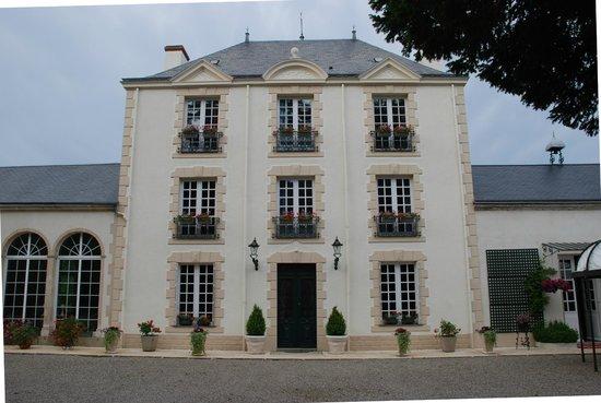 Le Manoir de Saint-Pierre : de voorgevel: indrukwekkend