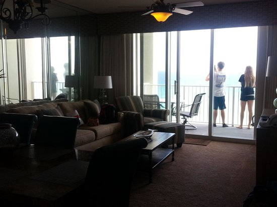 Majestic Sun at Seascape Resort: Here is the living room
