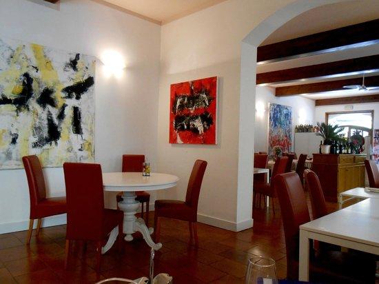 Trattoria Andri: Dining area inside
