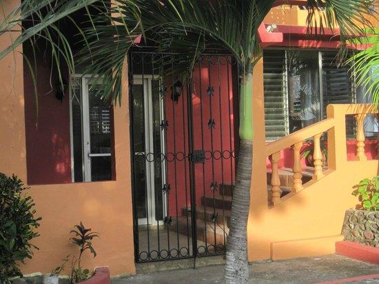Playa Miles: Front door.