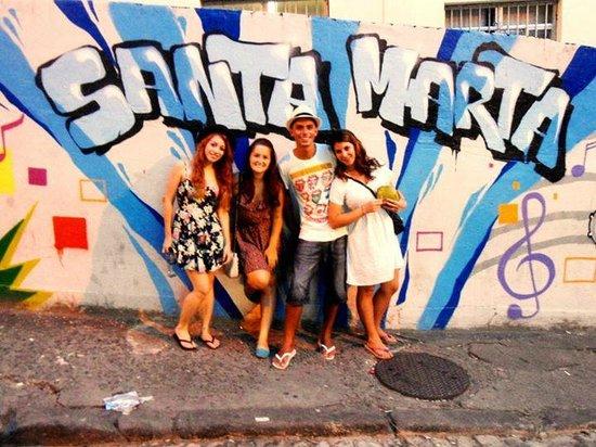 Favela Santa Marta Tour : Painel na entrada da favela