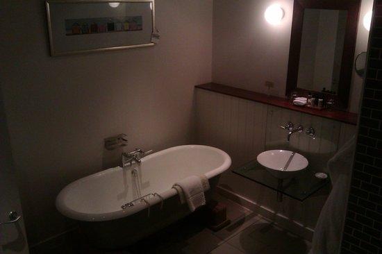 Hotel du Vin: Bathtub
