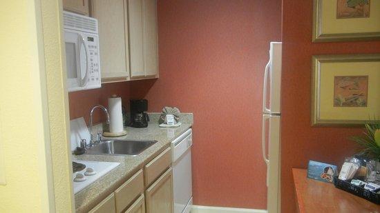 Homewood Suites Orlando-Nearest to Universal Studios: Cozinha bem equipada