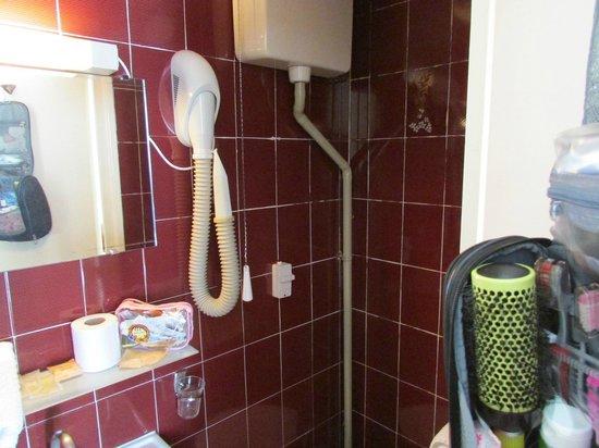 Hotel Cluny Sorbonne: Banheiro