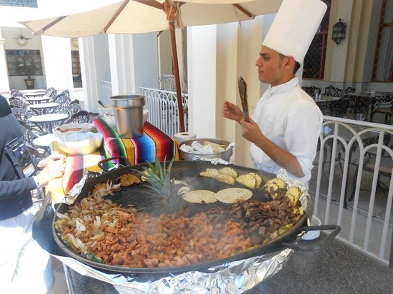 Hotel Riu Vallarta: mini taco station @ lunch buffet