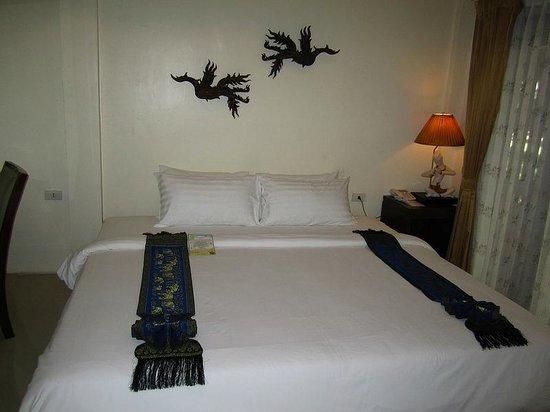Secret Cliff Resort: the bed